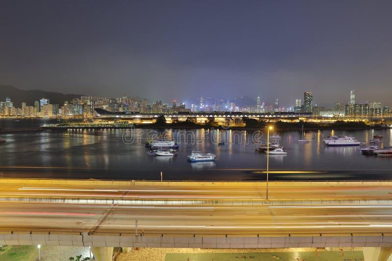 обход схвата kwun с взглядом ночи Гонконга стоковое фото