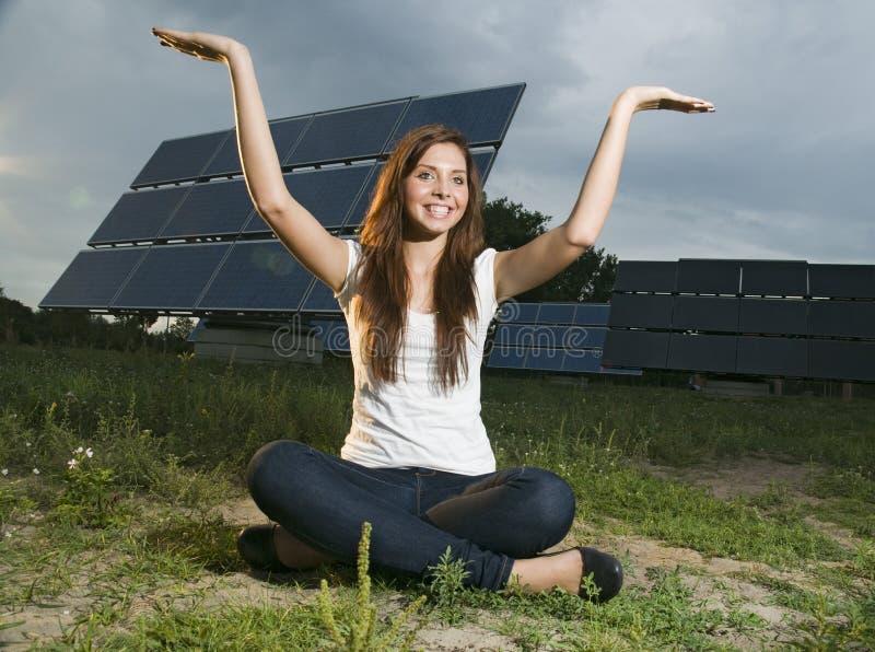 обшивает панелями солнечный подросток стоковая фотография rf