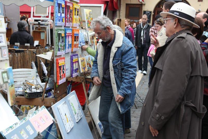 Общественные художник и покупатель на Montmartre стоковые фотографии rf