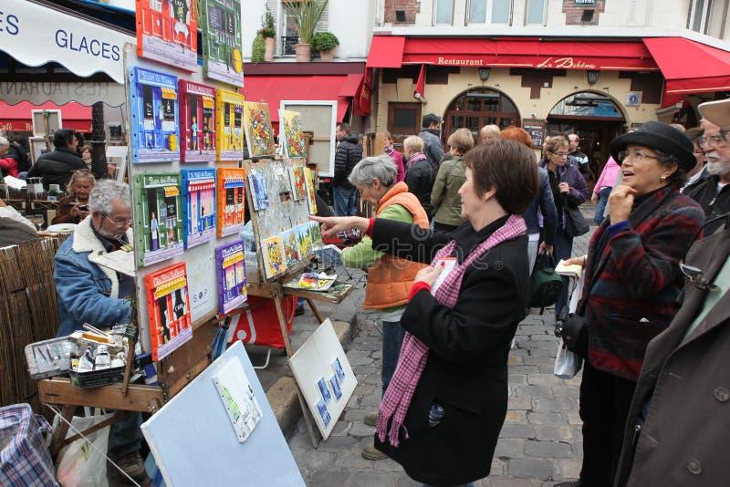 Общественные художник и покупатель на Montmartre стоковые изображения rf