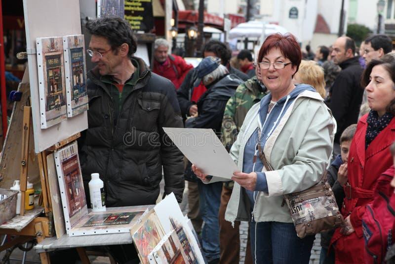Общественные художник и покупатель на Montmartre стоковое изображение rf