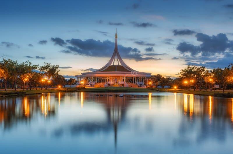 Общественный парк Rama9 во взгляде захода солнца стоковая фотография rf