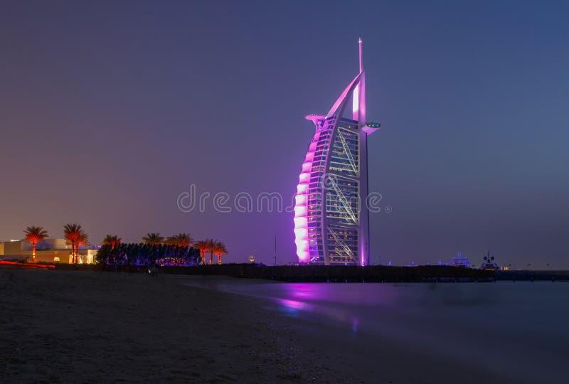 Общественный пляж в Дубай на ноче стоковое изображение rf