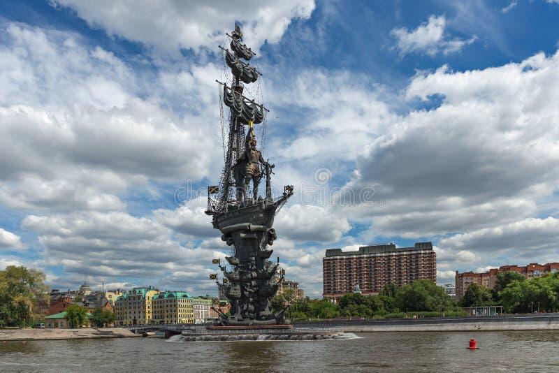 Общий вид памятника Петру I стоковая фотография