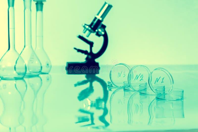 Объектив микроскопа лаборатории. микроскопы в лаборатории. стоковое изображение rf