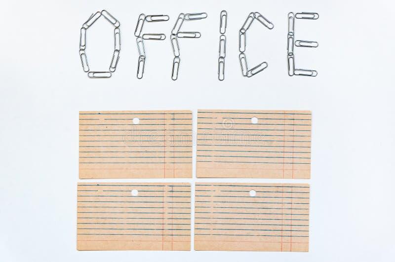 Объект офиса Офис слова, увял на белой предпосылке с зажимами канцелярских принадлежностей металла Концепция конторской работы стоковая фотография rf