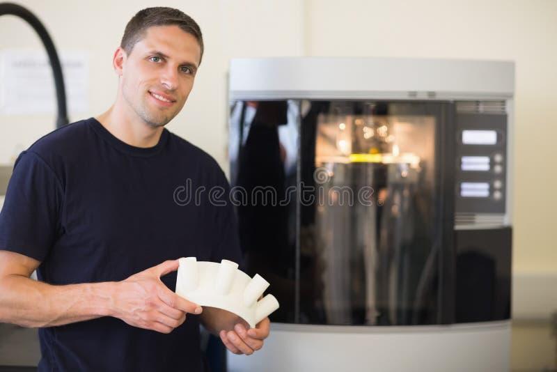 Объект удерживания студента инженерства напечатал от принтера 3d стоковые фотографии rf