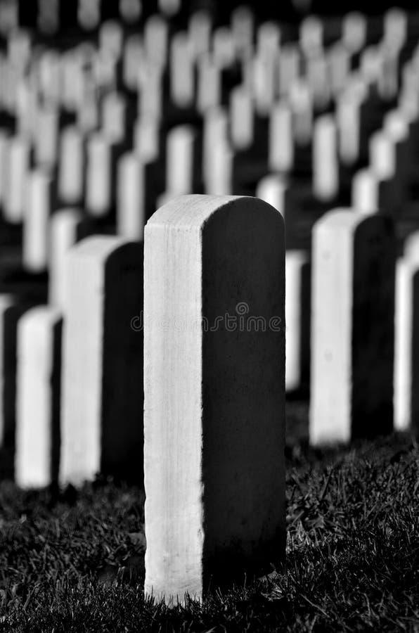 Объединенные надгробные камни кладбища Арлингтона положения стоковые фотографии rf