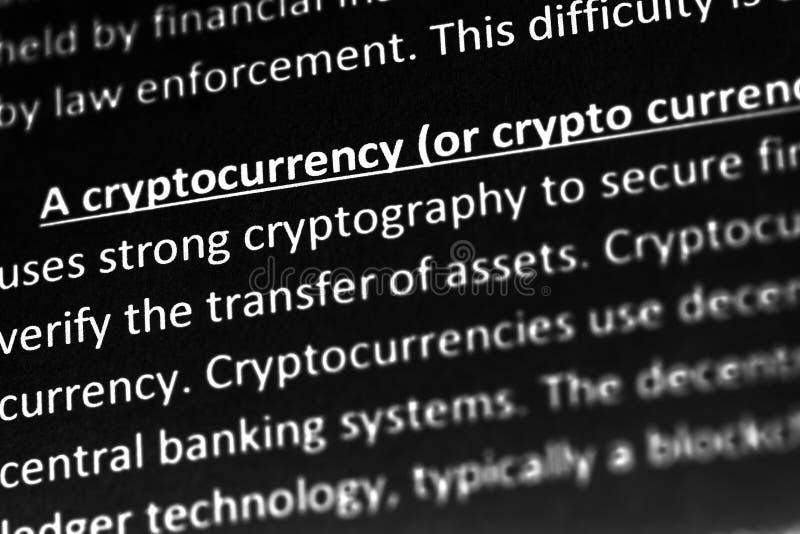 Объяснение или описание Cryptocurrency в словаре или статье Закройте вверх с фокусом на cryptocurrency стоковое изображение rf
