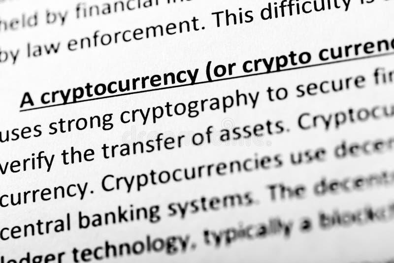 Объяснение или описание Cryptocurrency в словаре или статье Закройте вверх с фокусом на cryptocurrency стоковые фото