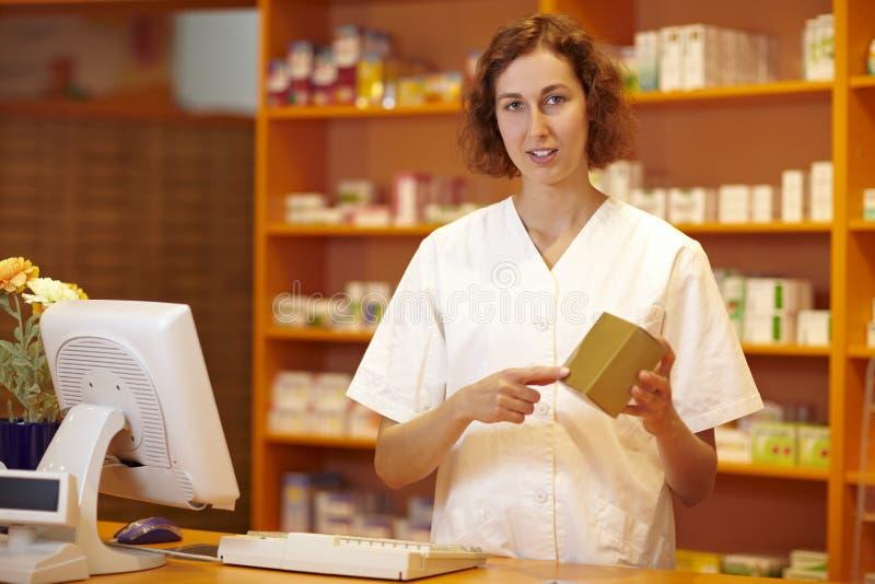 объяснять аптекаря микстуры стоковые изображения