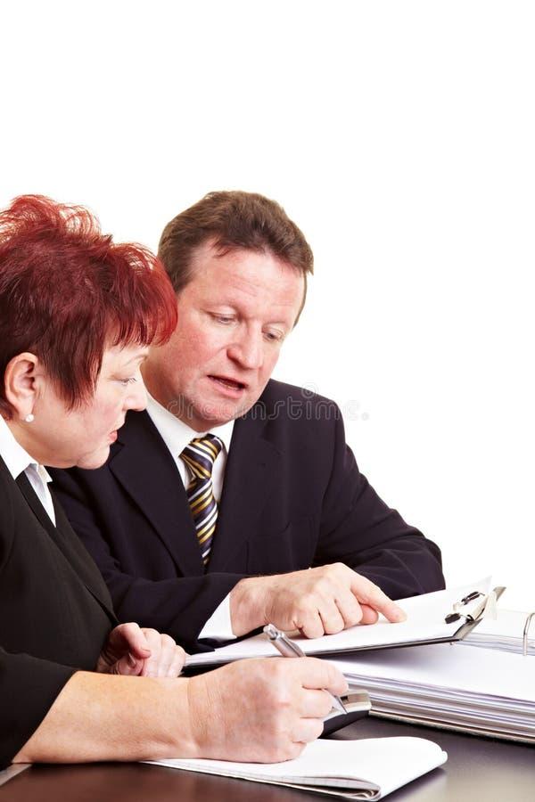 объяснять советника финансовохозяйственный стоковые фото