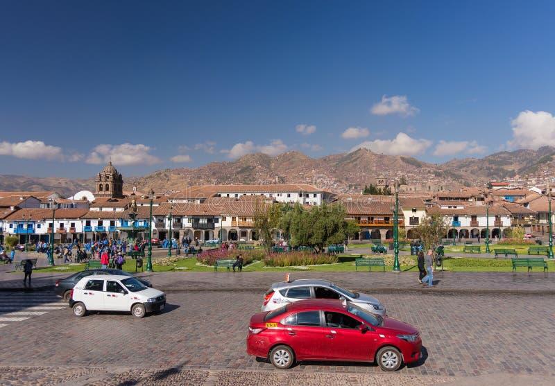 Обычная жизнь на главной площади в Cusco, Перу стоковые фотографии rf