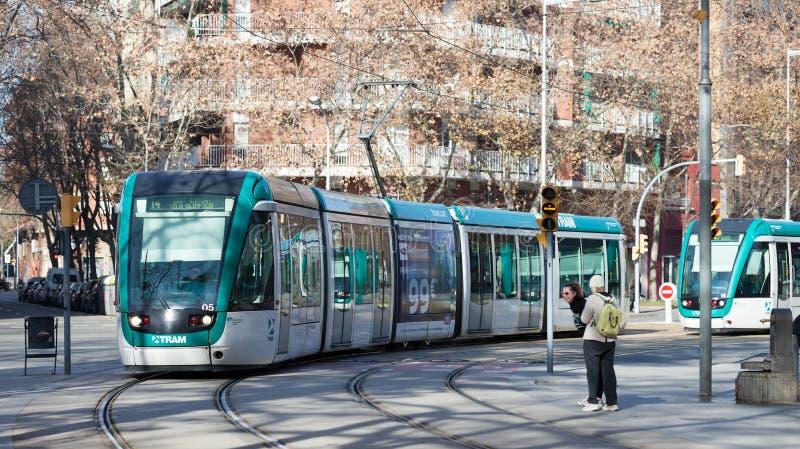 Обычная трамвайная линия на улице в Барселоне стоковые изображения rf