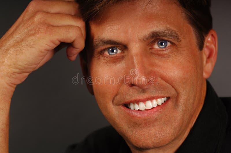 Обычный человек на сером стоковая фотография rf
