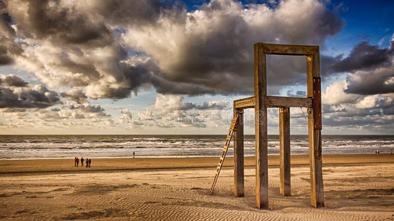Облака и гигантский стул стоковая фотография