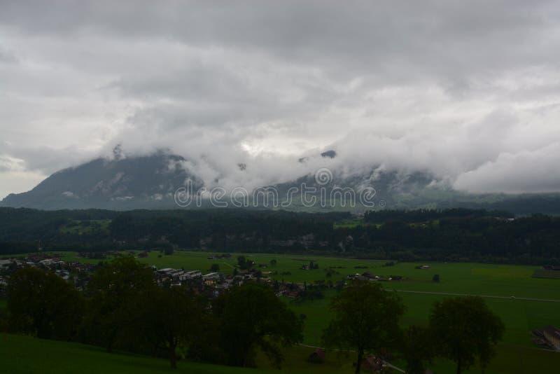 Облака и горы стоковое фото