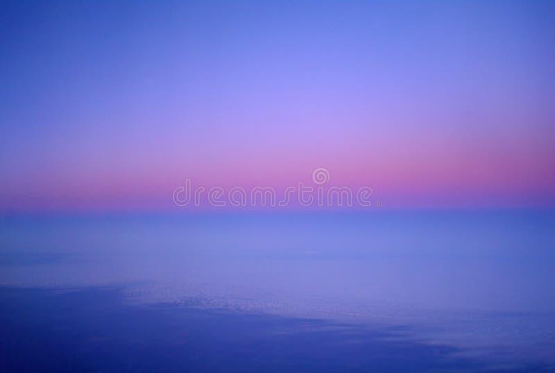 Облака и небо увиденные от самолета стоковая фотография rf