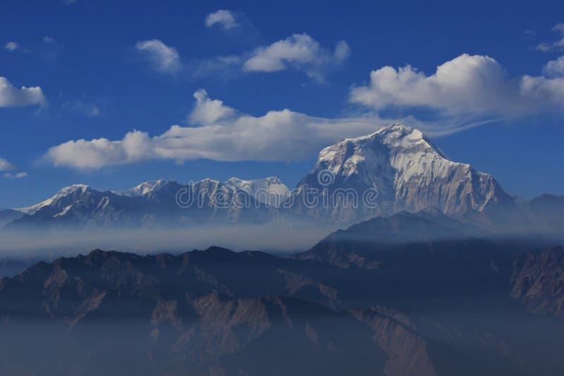 Облака над держателем Dhaulagiri стоковое изображение