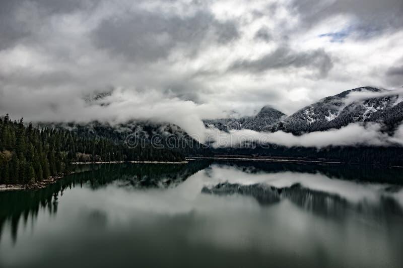 Облака озера хлебопек стоковые изображения