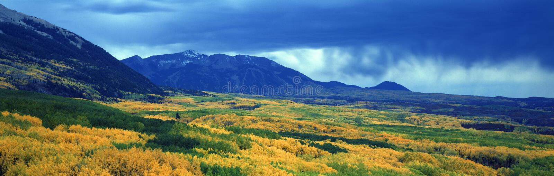 Облака осени на Kebler проходят, национальный лес Gunnison, Колорадо стоковое фото