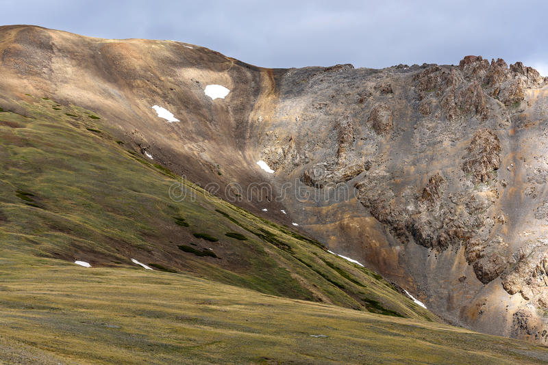 Облака пика снега горы стоковые изображения rf