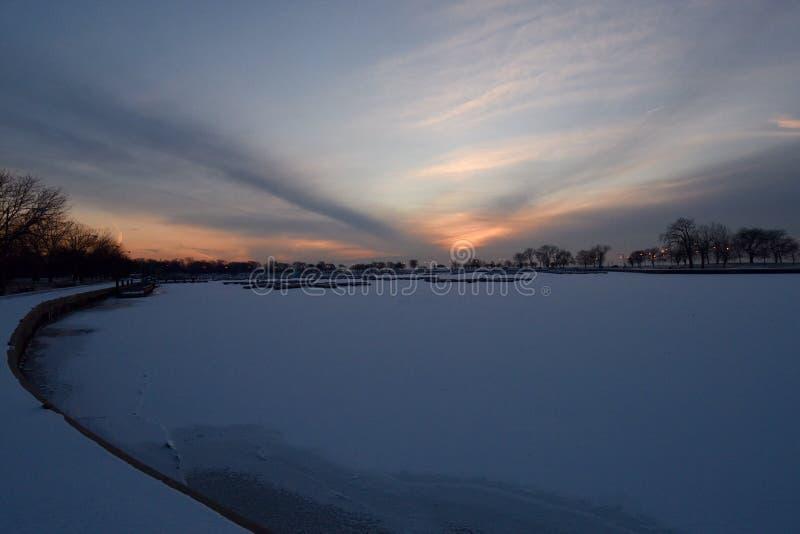 Облака цирруса скрещивания на зоре стоковая фотография rf