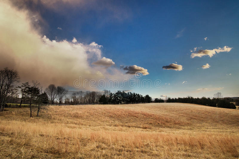 Облака шторма причаливая обрабатываемой земле, Вирджинии, США стоковые фотографии rf