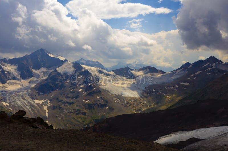 Облака Elbrus стоковые изображения rf