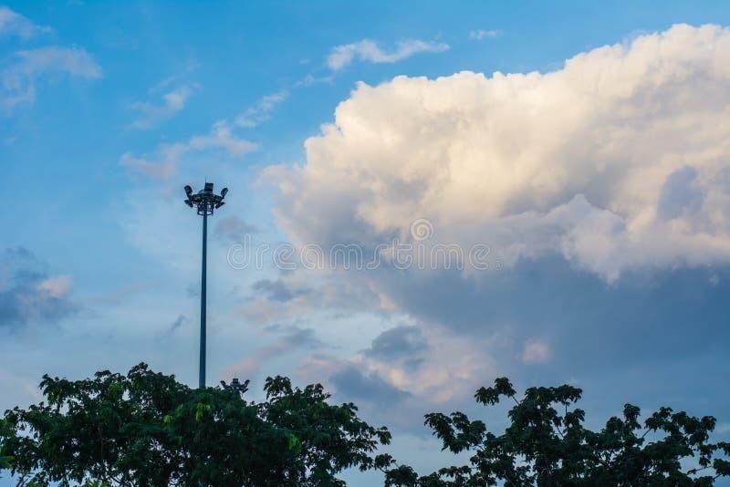 Облако спорта светлое и голубое небо стоковая фотография rf