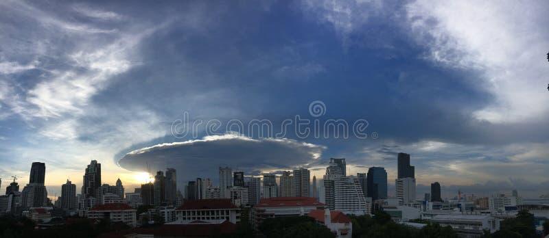 облако praecipitatio мамы incus capillatus cumulonimbus стоковые фото