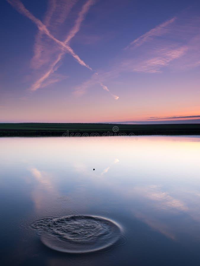Download Облачное небо в воде стоковое фото. изображение насчитывающей пейзаж - 40584228