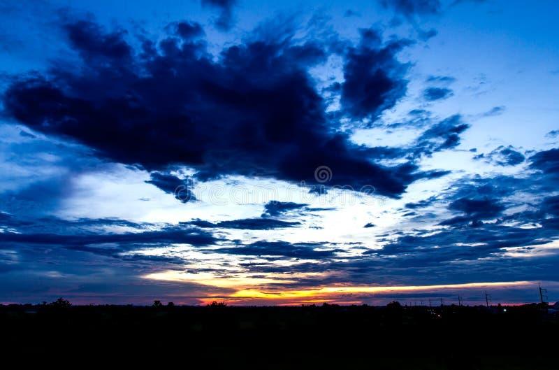 Облачное небо в spectacular стоковая фотография rf
