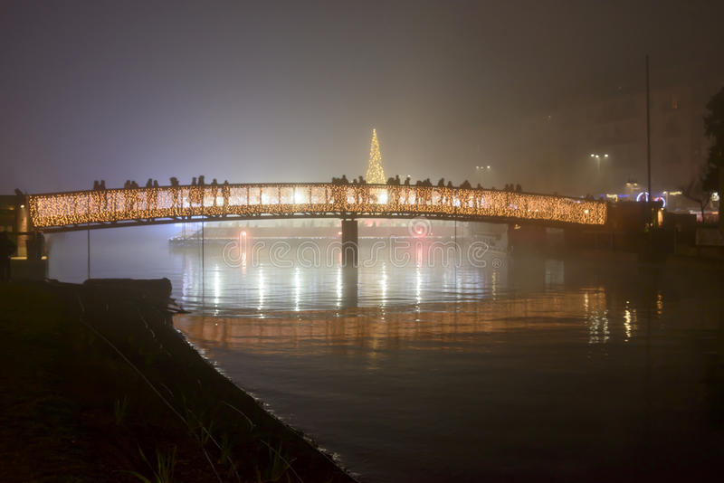 Облегченный мост на enbakment на времени Xmas, милане Darsena, Италии стоковые фото