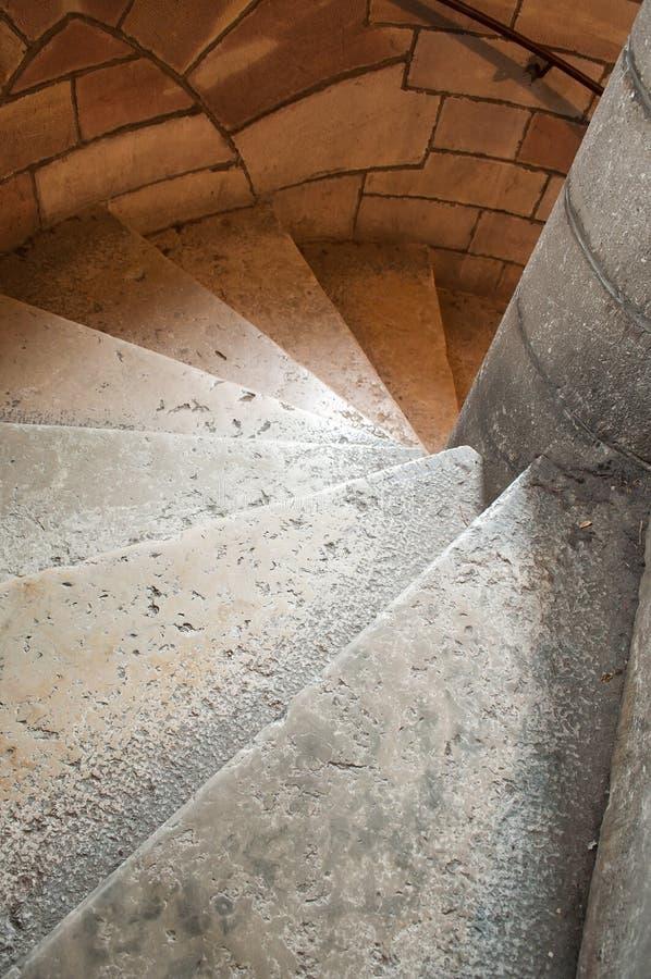 Облицеванная круговая лестница замка стоковая фотография
