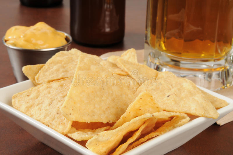 Обломоки и пиво Tortilla стоковое фото rf