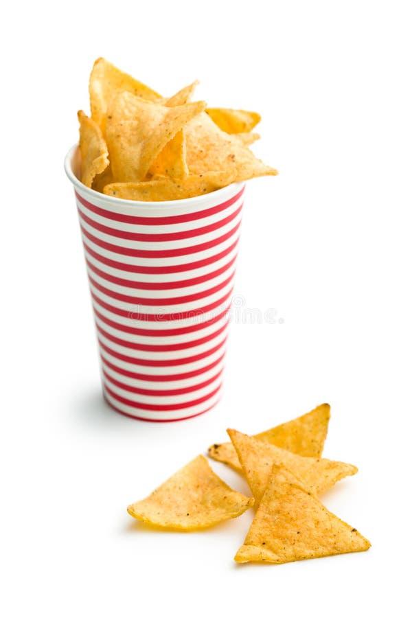 Обломоки Tortilla в бумажном стаканчике стоковая фотография