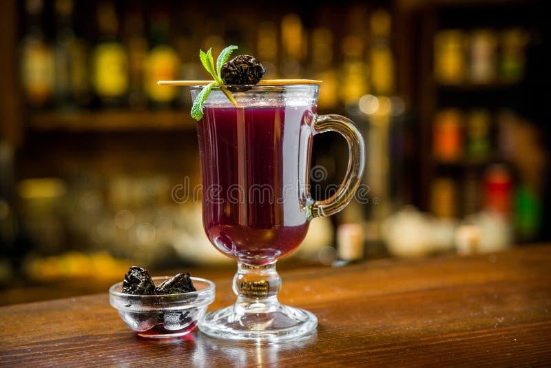 Обдумыванное вино с в стеклом стоковое изображение rf