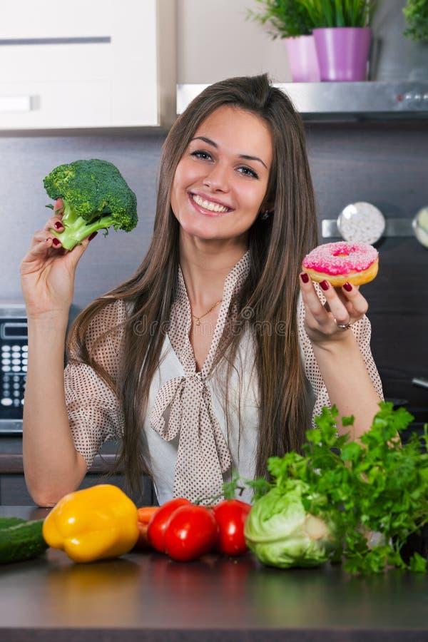 Овощи или торт? стоковые изображения