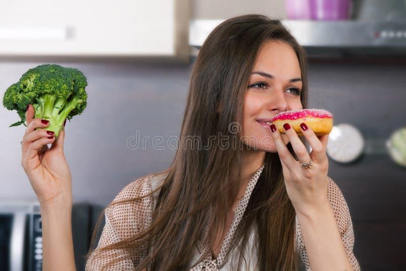 Овощи или торт? стоковое изображение
