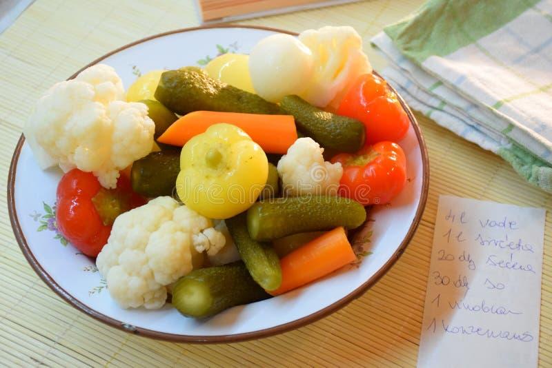 Овощи на плите стоковое фото rf