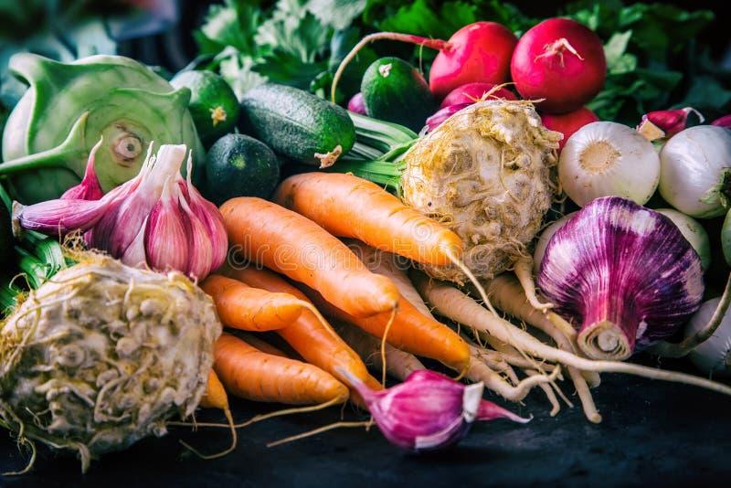 Овощи овощи продуктов свежего рынка земледелия Цветастая предпосылка овощей Здоровое vegetable фото студии Ассортимент свежих ово стоковое изображение rf