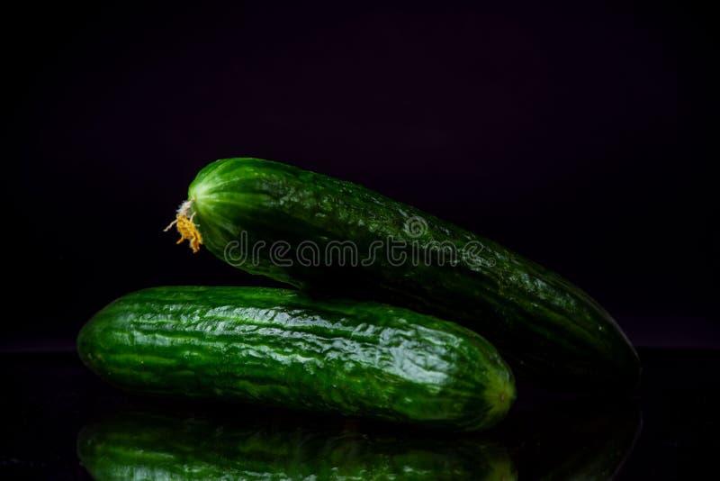 овощи, огурец, черная предпосылка, еда стоковое изображение rf