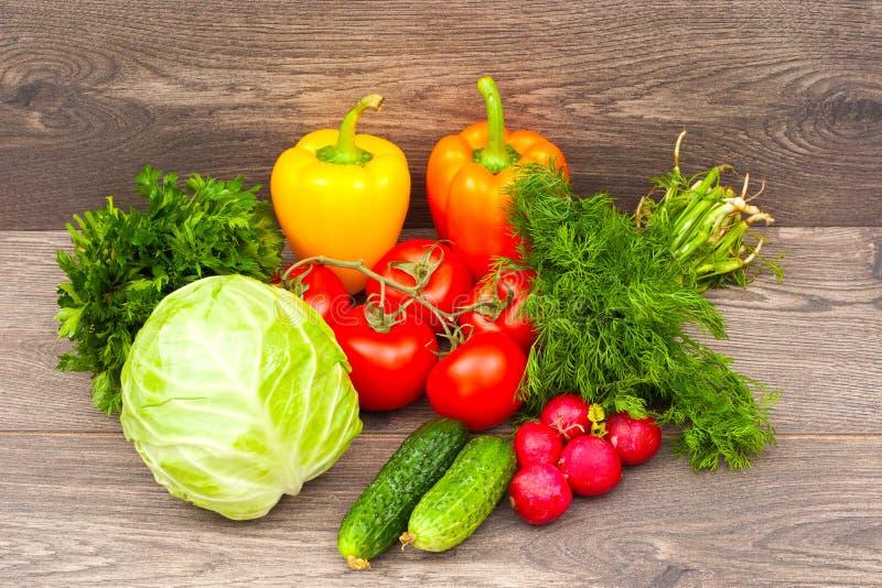 Download овощи продуктов свежего рынка земледелия Стоковое Изображение - изображение насчитывающей здорово, салат: 41660393