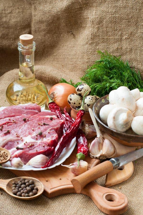 овощи специй мяса сырцовые стоковые фото
