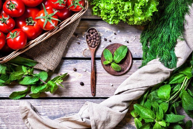 овощи специй цветастых ингридиентов трав еды естественные стоковая фотография