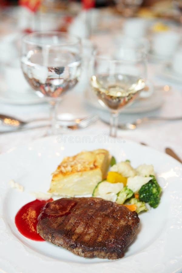 овощи стейка картошки gratin au стоковые изображения rf