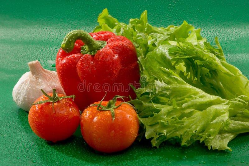 Овощи - томаты, красный пеец, паприка, чеснок, салат стоковая фотография rf
