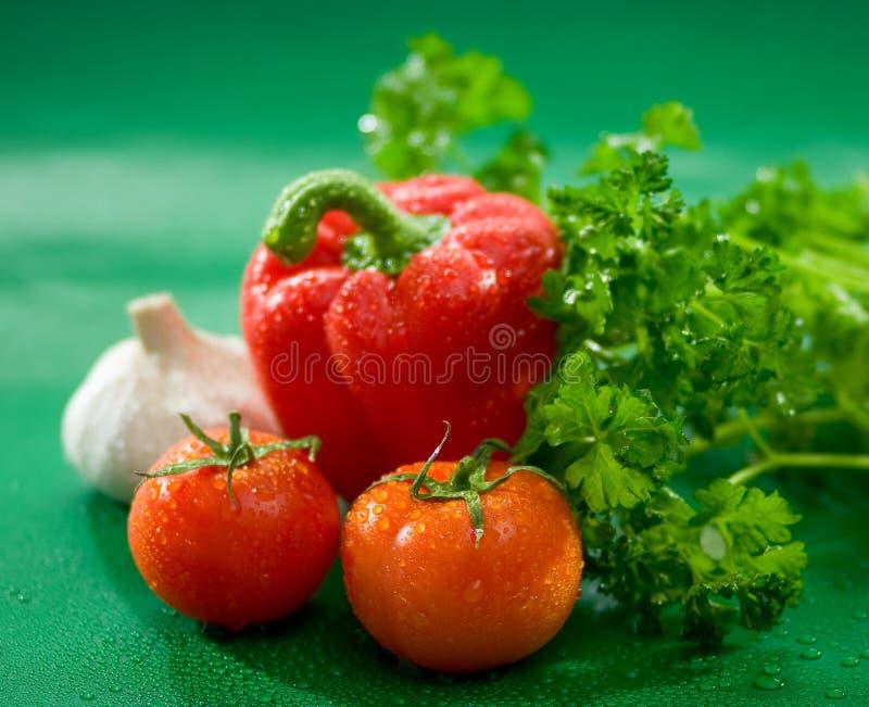 Овощи - томаты, красный пеец, паприка, чеснок, салат стоковые изображения rf