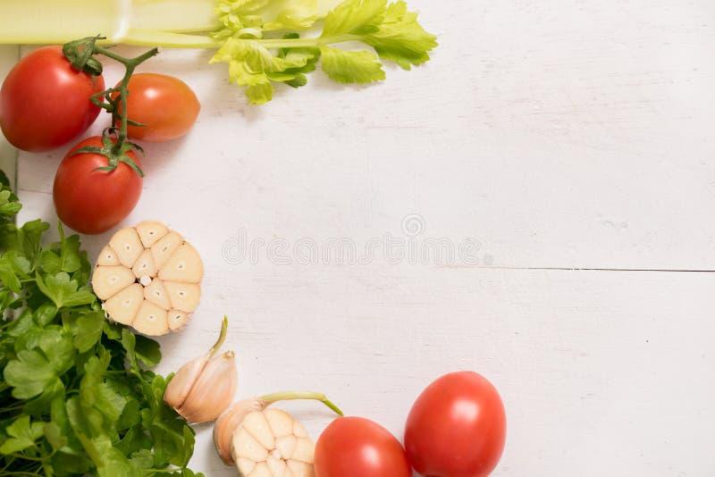 овощи moscow ноября 2006 России ингридиентов петрушка и чеснок сельдерея подготавливать еду, здоровая еда Скопируйте взгляд сверх стоковые фото